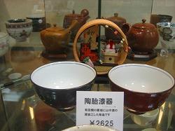 茶器の並ぶなか、お正月飾りが奥ゆかしく飾られていました♪